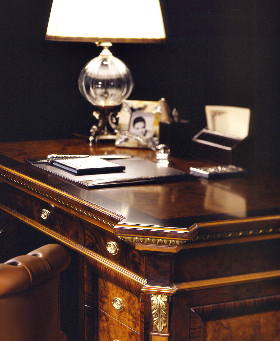 Libreria stile impero capitello esposizione artigiani for Stile impero arredamento