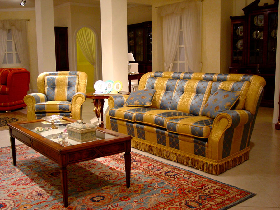Poltrona e divano di gusto inglese Henry | Esposizione ...